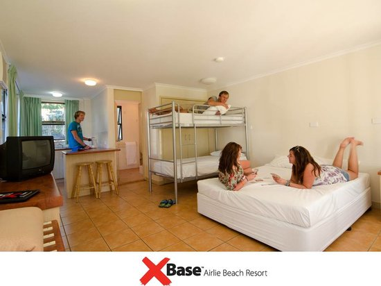 Base Backpackers Airlie Beach: Deluxe Queen Room