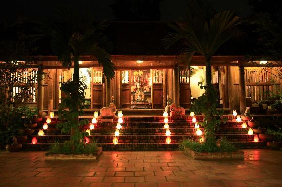 Moon Garden Homestay: by night