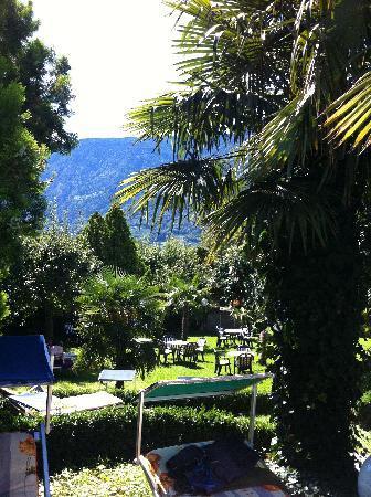 Hotel Gruberhof: giardino hotel