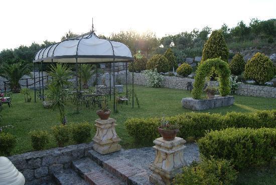 Stignano, Italia: giardino Il Trappeto di Villa Caristo