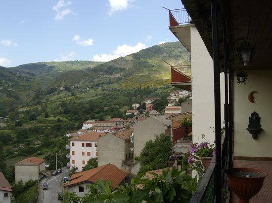 Terranova di Pollino, Itália: Panorama visibile dal balcone del ristorante