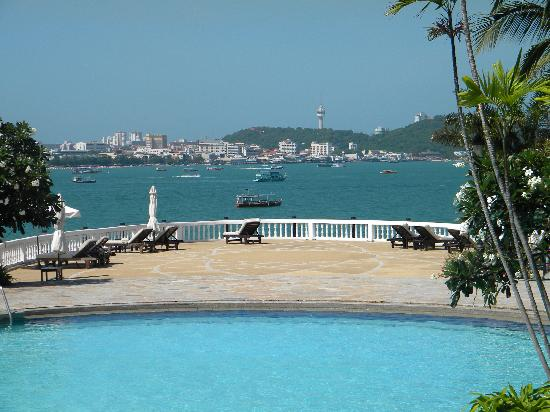 Dusit Thani Pattaya: pool