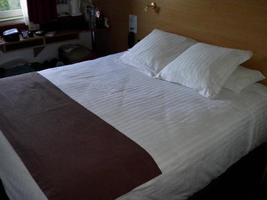 Kyriad Cannes Ouest - Mandelieu: COMFORTABLE BED