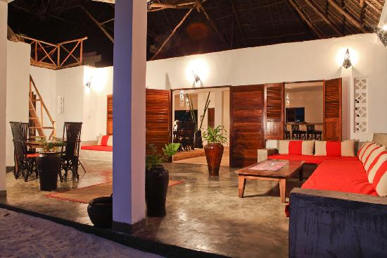 Raha Lodge Comfort Beach Villa : Veranda