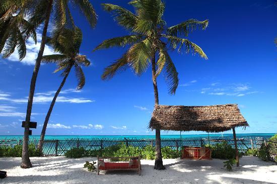 Raha Lodge Comfort Beach Villa : Spiaggia privata