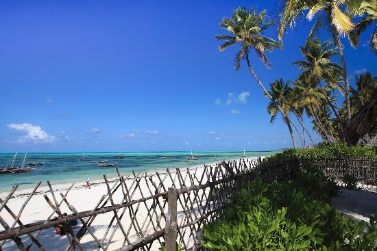 Raha Lodge Comfort Beach Villa : Vista dalla spiaggia privata