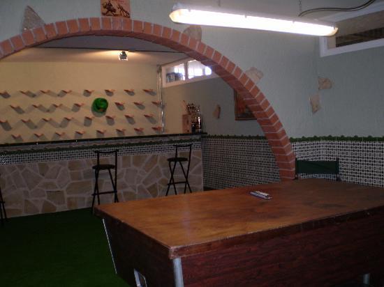 Casa Tauro : Basement bar and pool table
