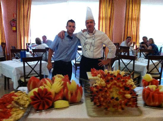 Hotel Best Siroco: Chef with freshly prepared fruit