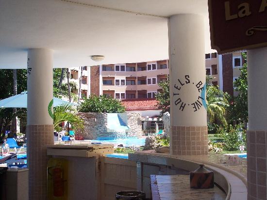 Be Live Experience Las Morlas: Il bar della piscina