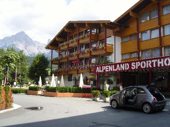 Alpenland Sporthotel: front of hotel