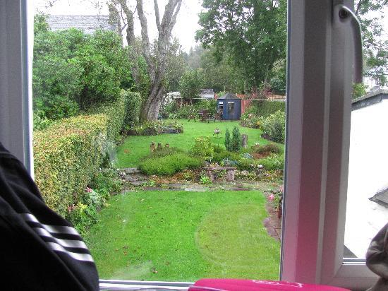 Roslin Cottage: vista sul giardino dalla nostra stanza