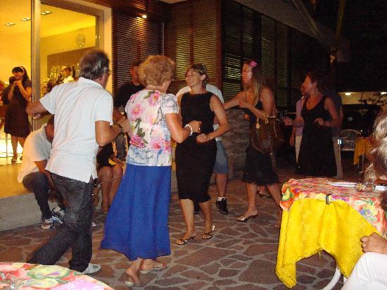 Bellaria-Igea Marina, Italie : Una serata in allegria :)