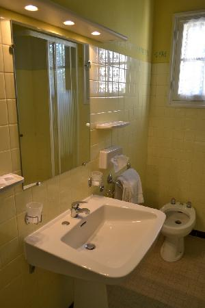 BEST WESTERN Le Val Majour: The bathroom