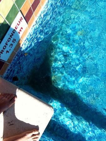 Montfavet, Francja: champignon piscine