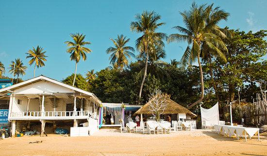 Whitening : Restaurant sur la plage !!! magnifique