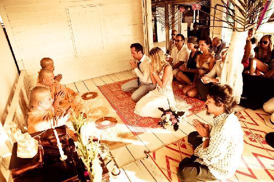 Whitening Sairee: mariage bouddhiste au restaurant !!! très émouvant