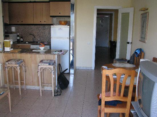 La Dorada Club Riviera: Kitchen and surrounding area