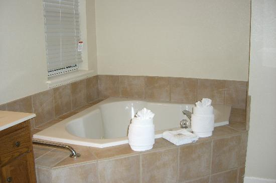 Wyndham Governor's Green: Jacuzzi Bathtub