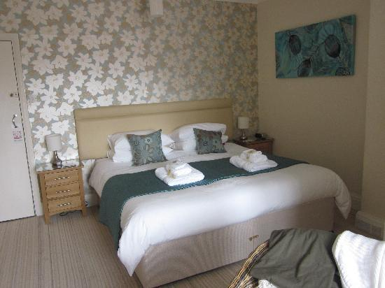 The Cliffbury Guest House: Very, very comfortable bed