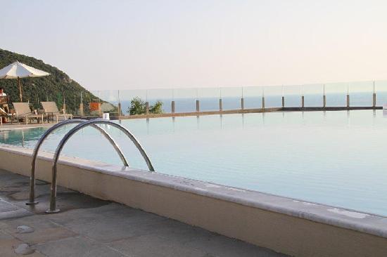 SENSIMAR Grand Mediterraneo Resort & Spa by Atlantica: The pool