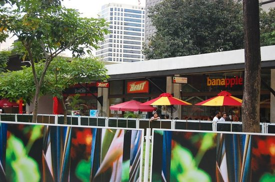 Restaurants near Ayala Triangle Gardens