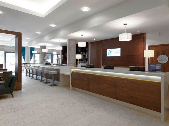 Holiday Inn Express Sheffield City Centre: 24 hours Reception at your service