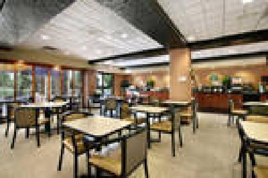 Wingate by Wyndham Tinley Park: Complimentary Hot Breakfast Buffet