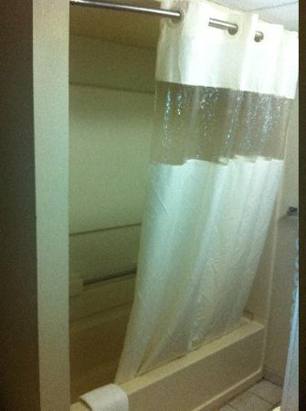 Quality Inn & Suites Millville: Shower