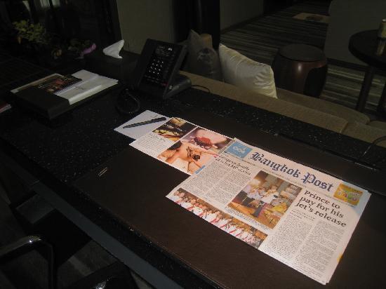 Hansar Bangkok Hotel: Desk
