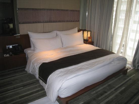Hansar Bangkok Hotel: King bedroom 1418