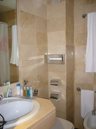 El cuarto de baño (ducha pequeña a la derecha) Habitación individual ...