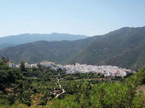 Monte Aventura, Andalucia Ecotours: Typical white village. Istan