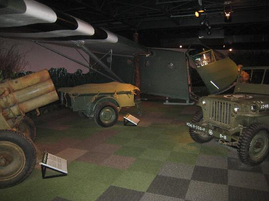 Silent Wings Museum : Life Size Scenes