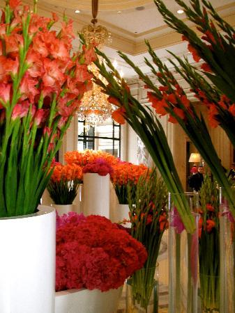Four Seasons Hotel George V Paris : AMAZING flowers all through the hotel by Jeff Leatham