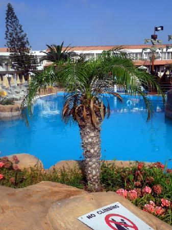 Olympic Lagoon Resort: Pool