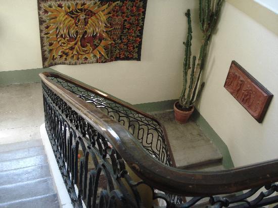Domaine de Mailhan Chambres D'hotes: L'escalier qui mène aux chambres