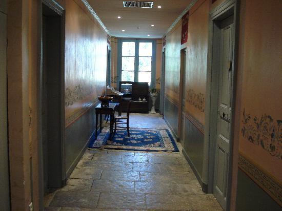 Domaine de Mailhan Chambres D'hotes: Le couloir distribuant les chambres