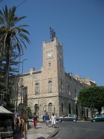 Licata, Itália: palazzo di citta' nel centro storico