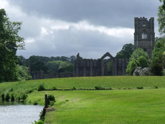Fountains Abbey and Studley Royal Water Garden: Fountains Abbey.