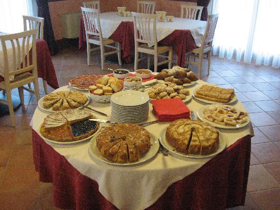 Agriturismo San Salvar: La colazione fatta in casa.......