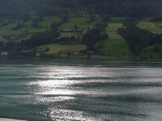 Olden Fjordhotel: Vista del fiordo dalla camera