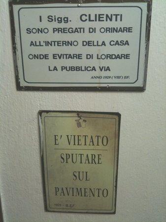 Osteria dai Toscanacci: entrata dei bagni