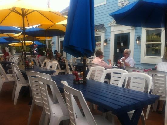 Shipwrecked Restaurant, Brewery & Inn : no wifi at outdoor dining area