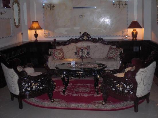 Queen's Astoria Design Hotel: Hall