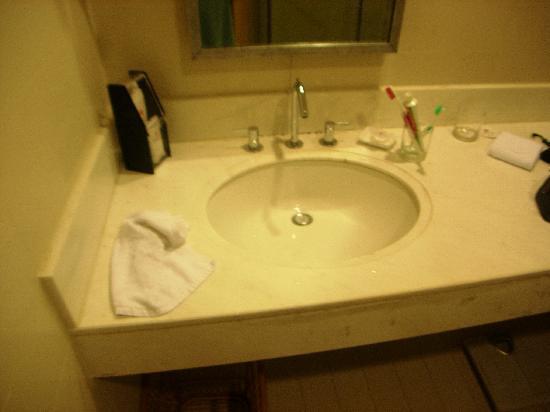 Hong Lou Hotel: Baño
