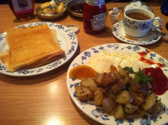 Shipwrecked Restaurant, Brewery & Inn : Swedish bfast (no meat)