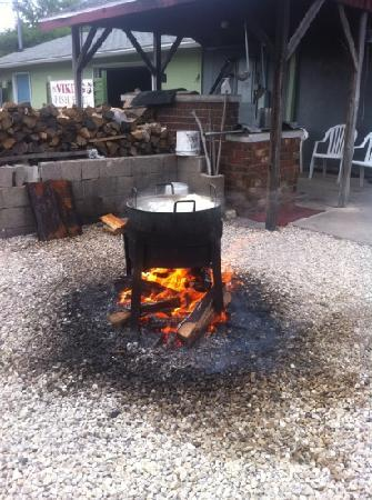 Shipwrecked Restaurant, Brewery & Inn: fish boil