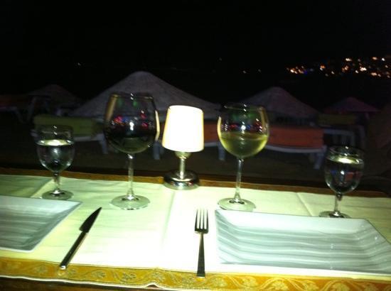 Magnaura fusion restaurant: Diner sur la plage