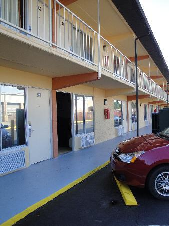 Super 8 by Wyndham Jacksonville South: Motel