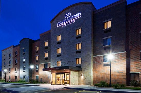 Candlewood Suites La Crosse : Candlewood Suites Exterior at Night